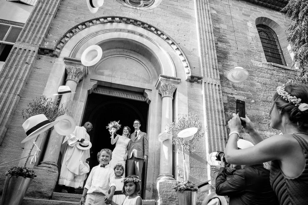 mariés église, sortie église mariage