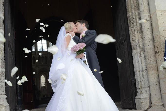 sortie de mariés, mariés cérémonie religieuse