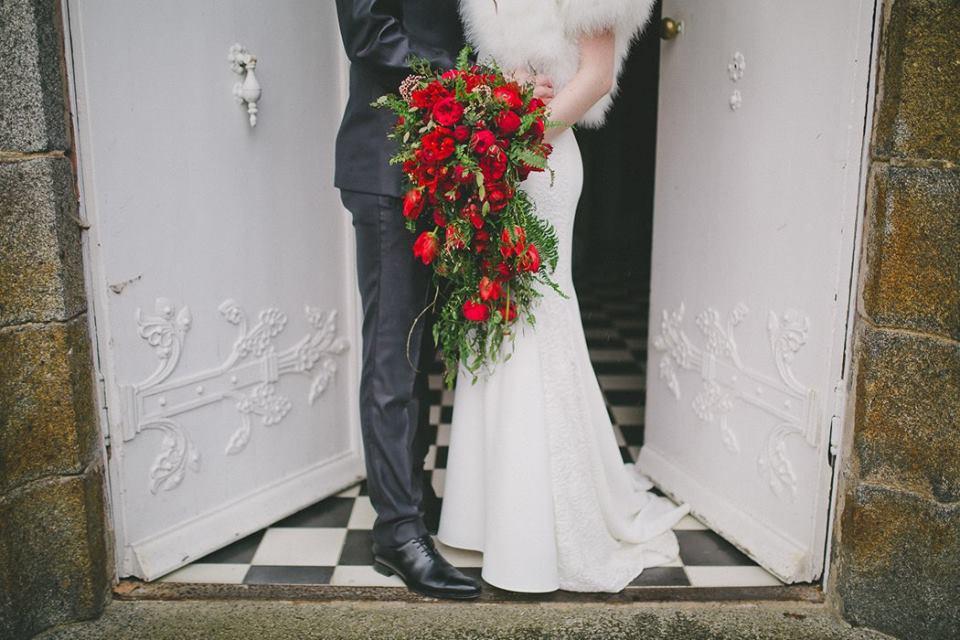 mariage romantique, mariage rouge et blanc
