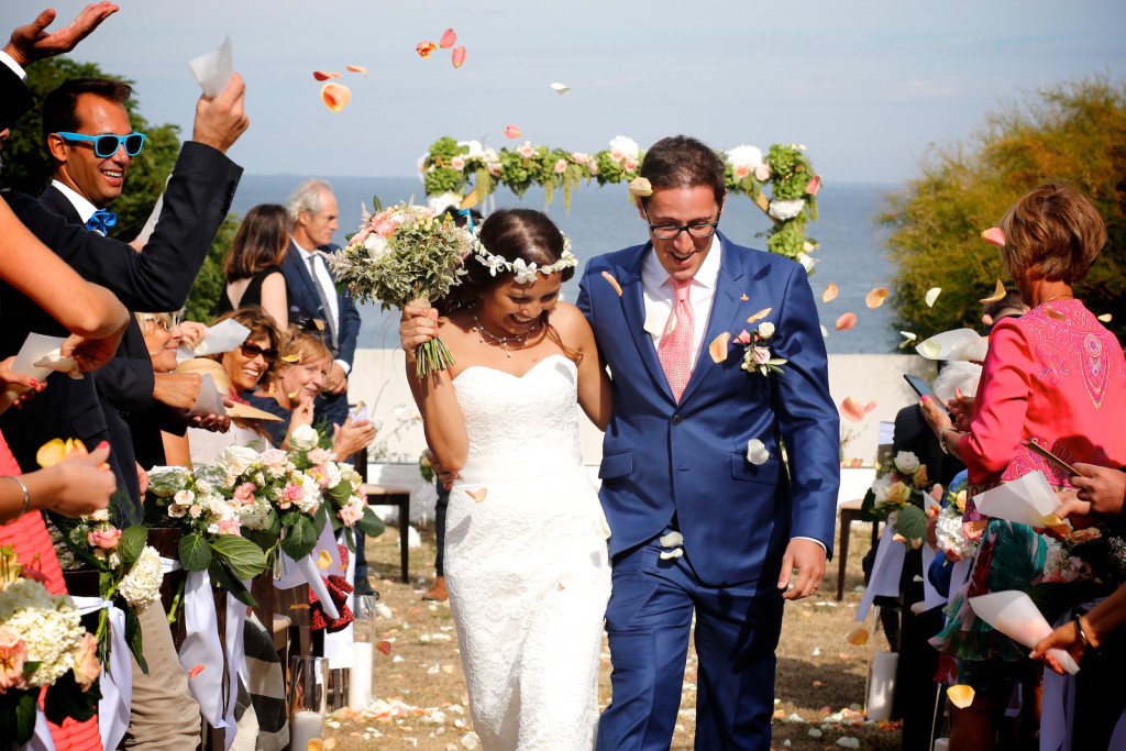 sortie de cérémonie, jeunes mariés