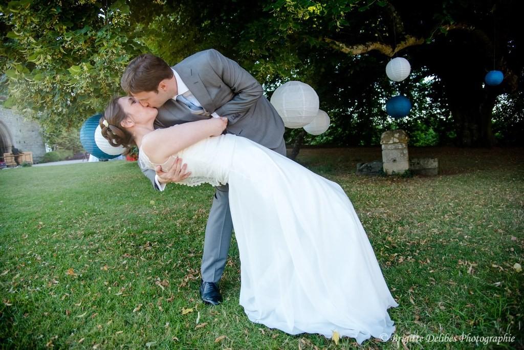 mariage mariés, mariage baiser