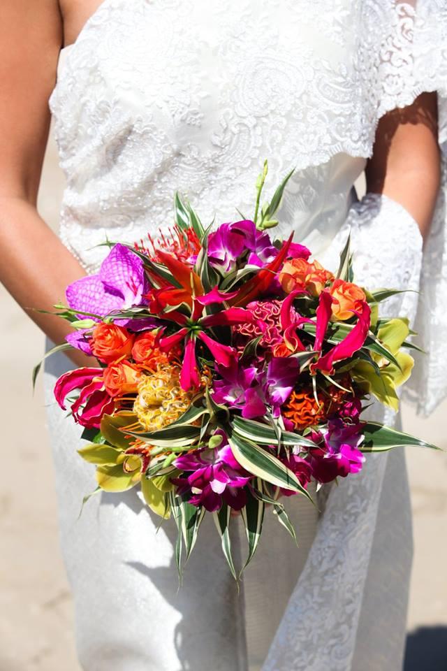 fleurs exotiques mariage, mariage tropical, bouquet de mariée tropical