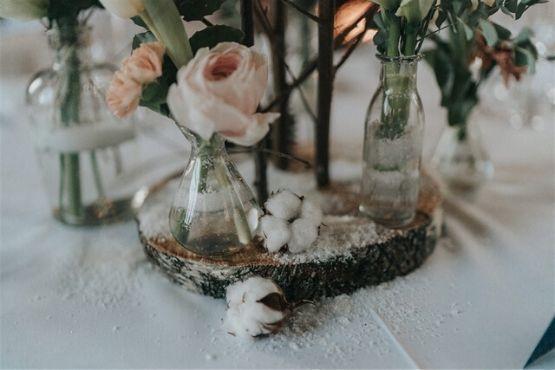 Bois et fleurs de coton pour centre de table mariage